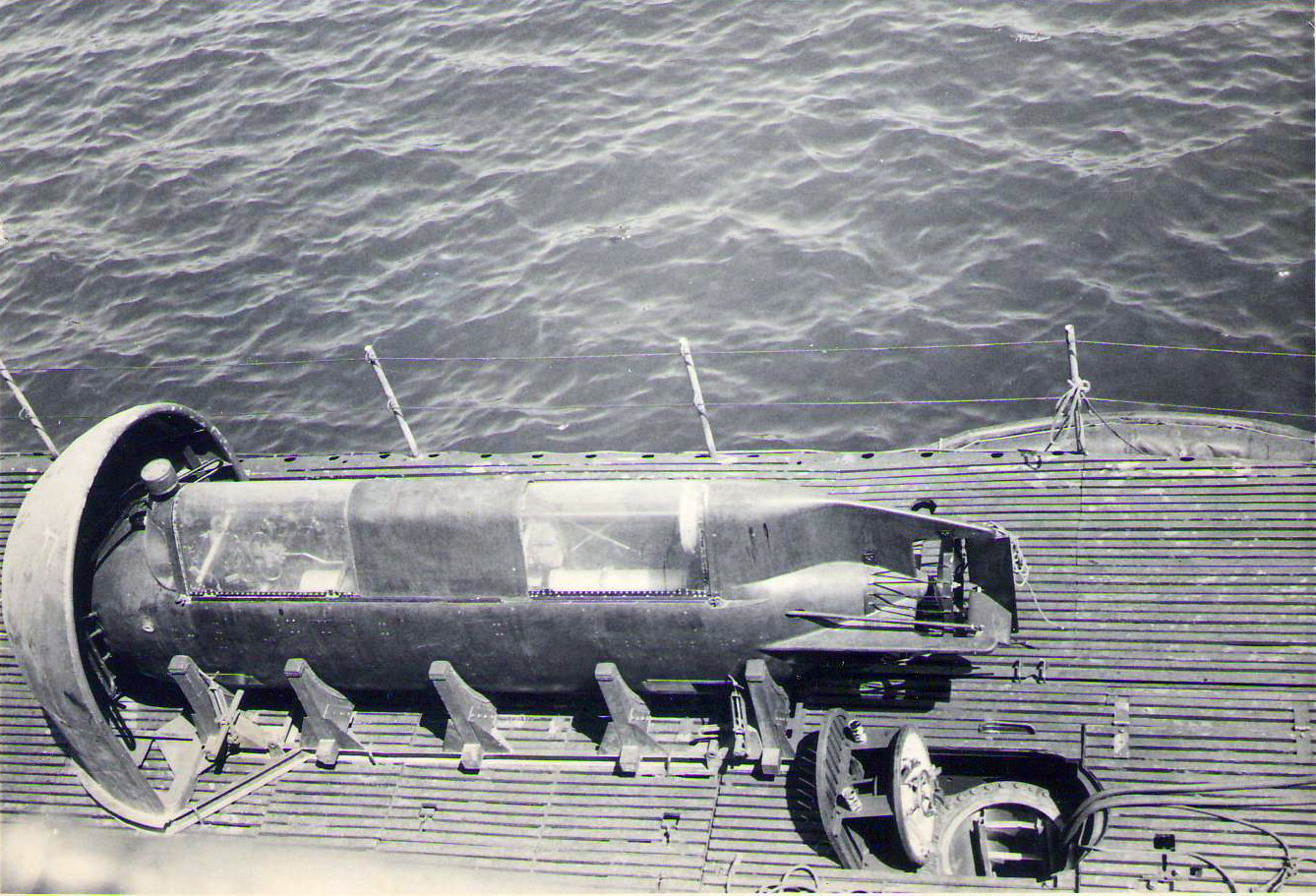 1969 Subic Bay US Sub with mini-sub