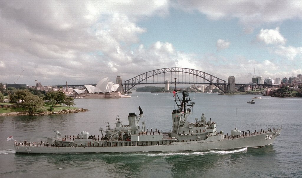 HMAS Perth leaving Gardem Island for sea